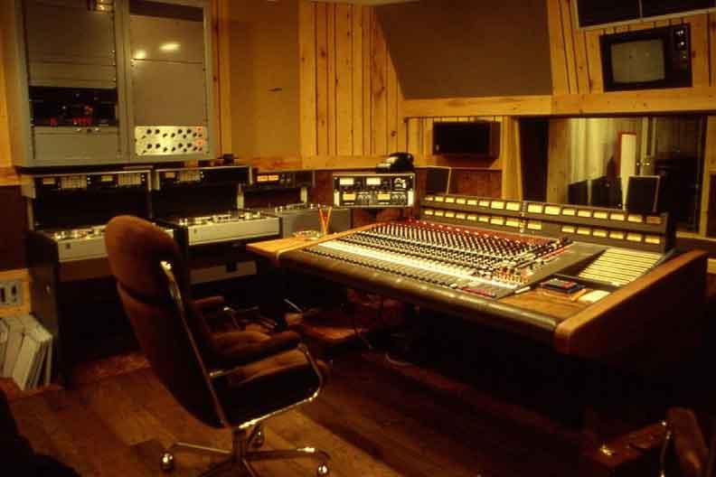 1024px-Manta_Sound_Studio_3_(1983)